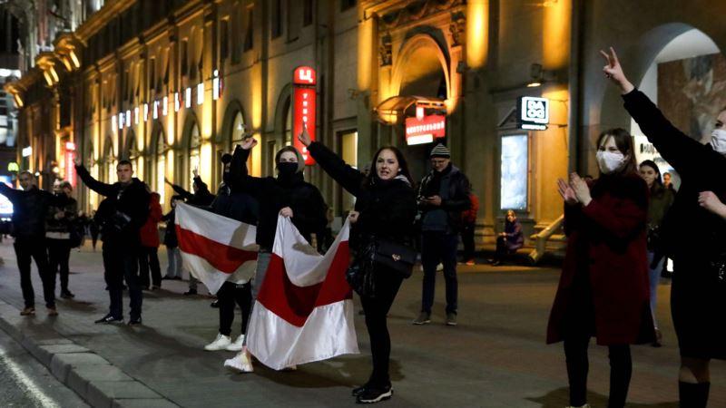 В Минске вечером снова начали задерживать людей, которые вышли на улицы