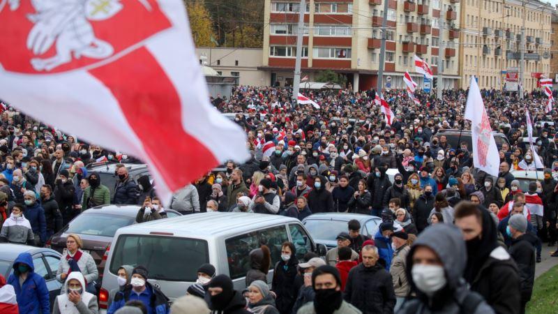 Беларусь: «Партизанский марш» собрал десятки тысяч людей в Минске