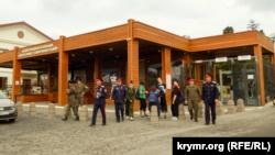 Нарушение масочного режима и социальной дистанции: в Херсонесе отметили праздник Покрова (+фото)