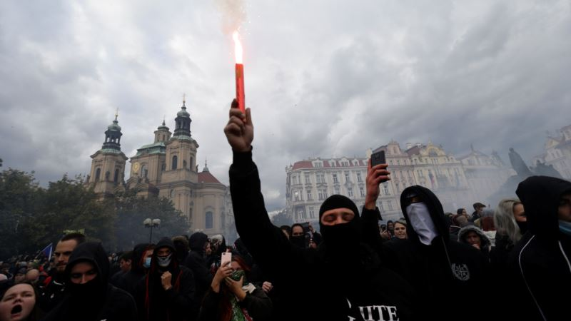 В Праге протест против карантинных мер завершился столкновениями