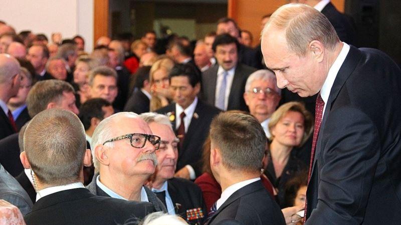 Россия: Владимир Путин присвоил Никите Михалкову звание Героя Труда