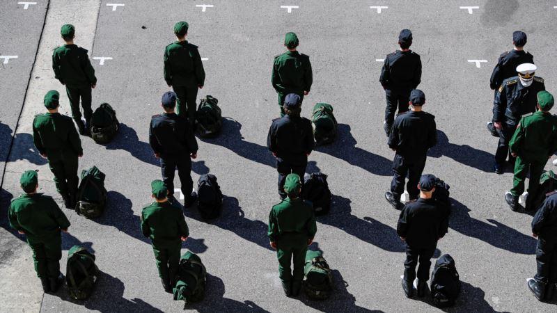 В Севастополе планируют призвать в российскую армию еще более 500 человек – командование