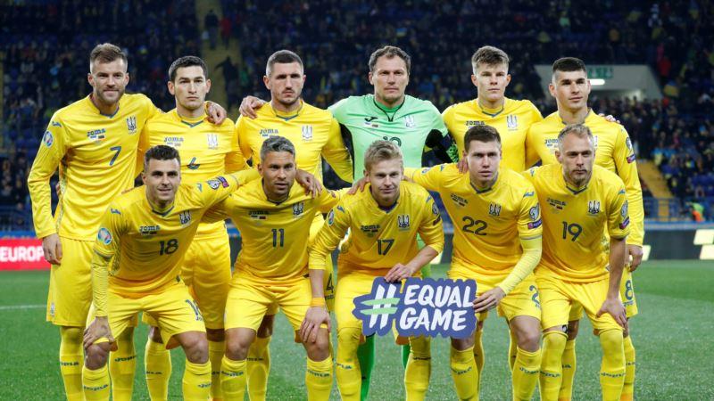 Футбол: сборная Украины провела первую тренировку в пригороде Парижа