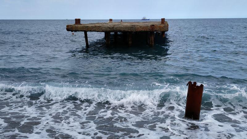У берегов Ялты спасатели продолжают искать пропавшего мужчину