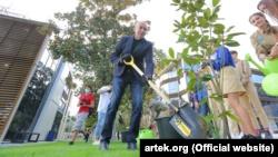 Игорь Крутой и Алсу высадили деревья в «Артеке» (+фото)