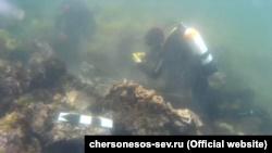 Черепица и фрагменты амфор: археологи сообщили о новых находках у берегов Севастополя (+фото)