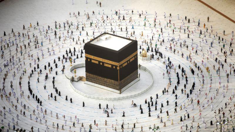 Власти Саудовской Аравии позволили иностранцам совершать паломничество