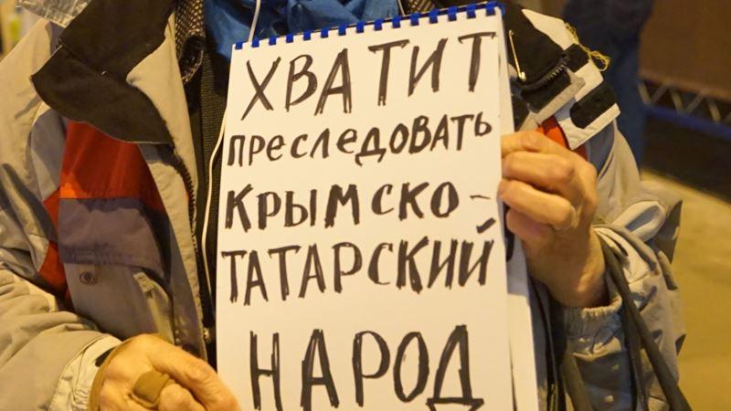В центре Москвы прошли одиночные пикеты в поддержку удерживаемых в российских тюрьмах крымчан (+фото)