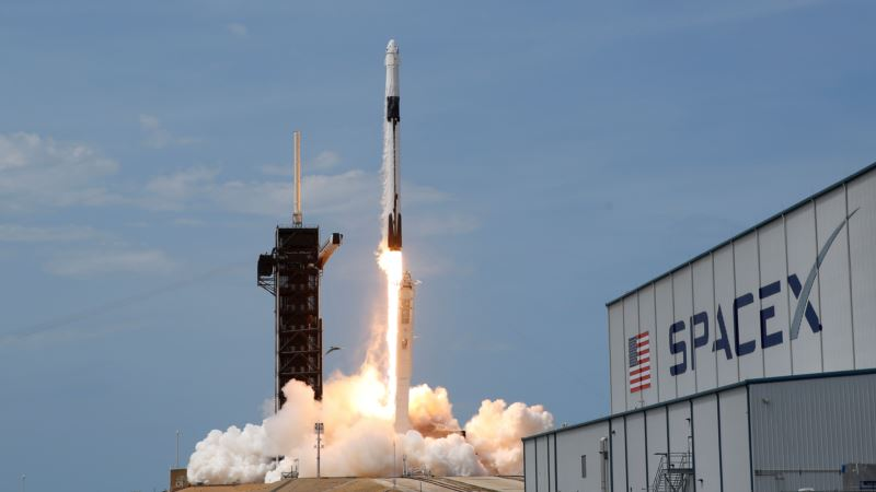 Запуск Falcon 9 с астронавтами на борту отложен из-за погоды