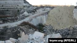 Севастополь: мусора в карьерах Инкермана стало больше