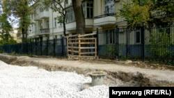 Севастополь: строители ускоряют ремонт улицы Льва Толстого, несмотря на протесты жителей