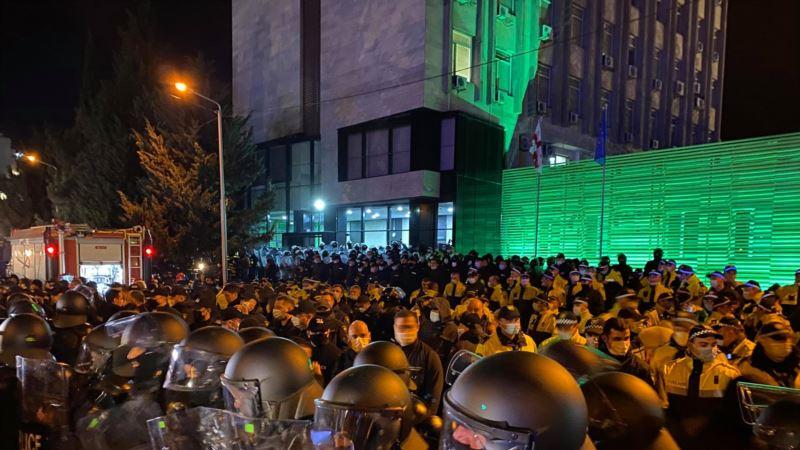 Полиция в Тбилиси применила водометы против протестующих
