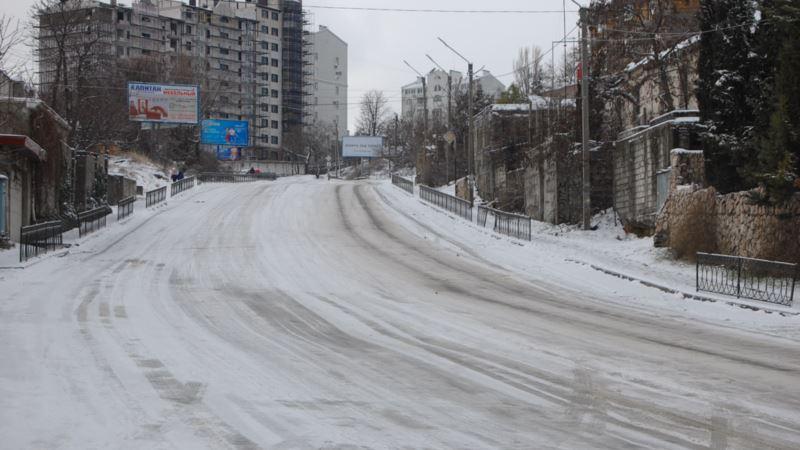 В Севастополь идет похолодание: власти сообщили, что готовят песок и соль