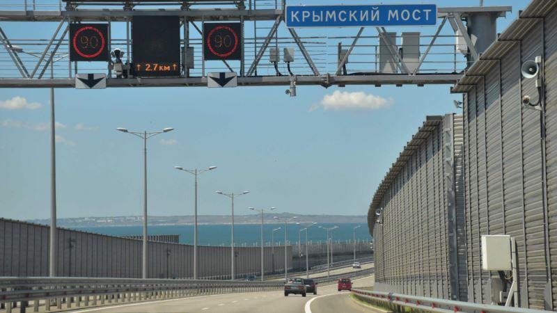 Крымскотатарские активисты возвращаются домой после 10-часового удерживания на Керченском мосту