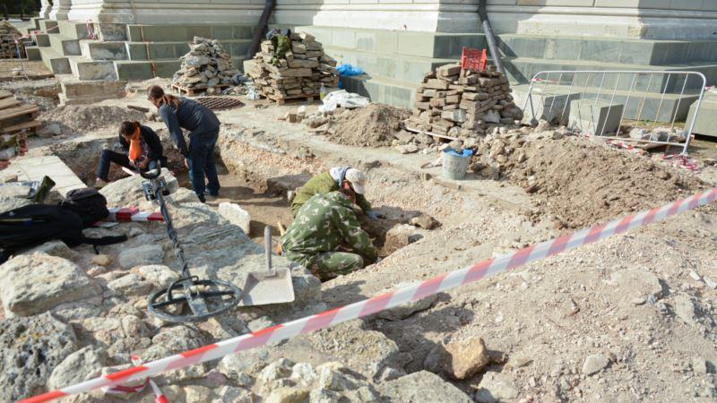 Раскопки в Херсонесе: археологи обнаружили элементы построек и артефакты (+видео)