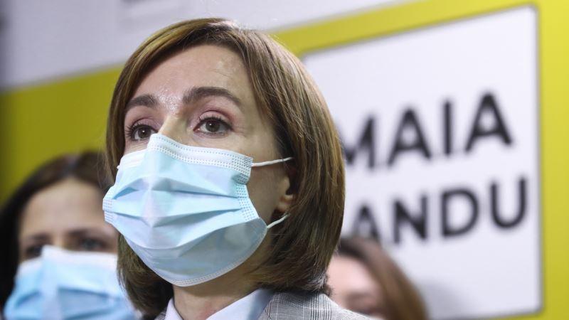На выборах президента Молдовы Санду опережает Додона
