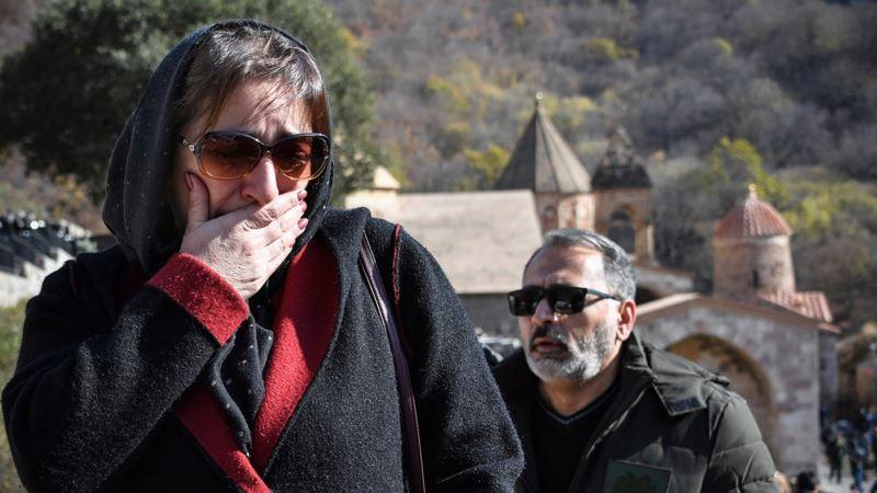 Армяне прощаются с историческим монастырем (фотогалерея)