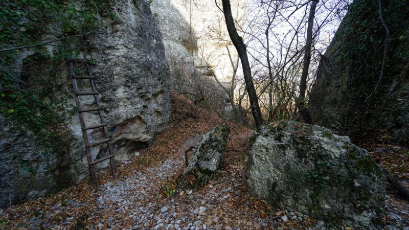 Бахчисарайский район: у горы «Бойко» заблудились трое туристов – спасатели