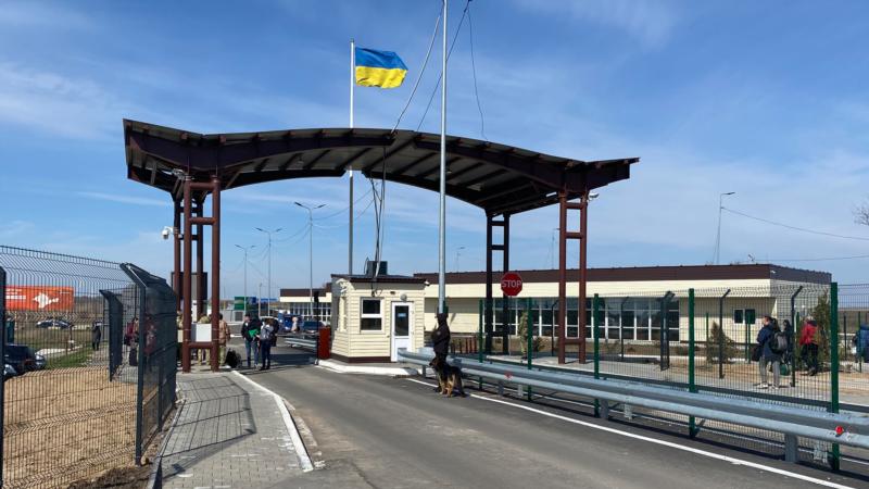 Британский военный атташе посетил КПВВ на админгранице между Крымом и Херсонщиной