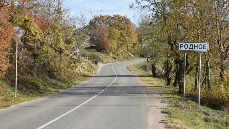 Село Родное: «стандартный сельский набор» и «приватизированный» водопад (фотогалерея)