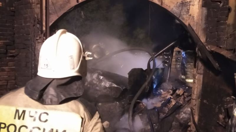 В Керчи спасатели вывели мужчину из горящего дома (+фото)