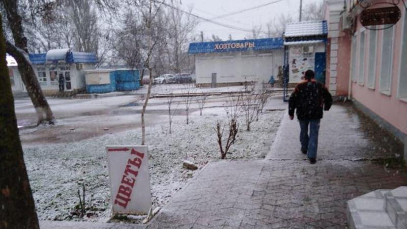 В восточном Крыму впервые за зиму пошел снег (+фото)
