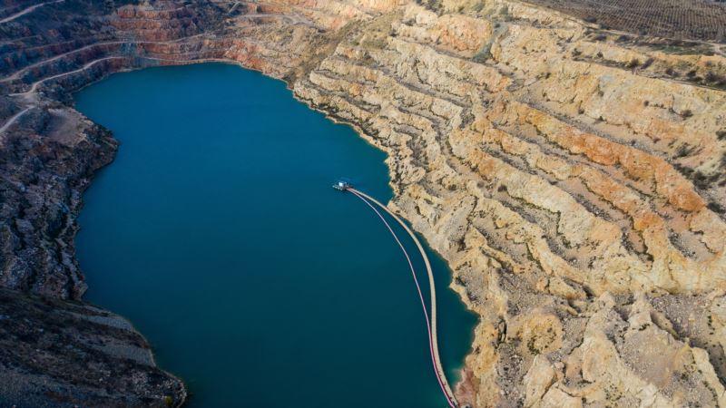 Вода из Голубого озера: Кадыковский карьер и плавучая понтонная станция (фотогалерея)