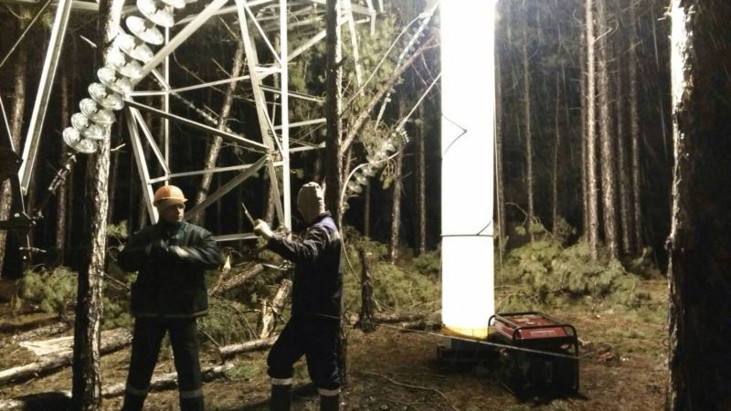 В Сакском районе провели капитальный ремонт линии электропередачи – «Крымэнерго»