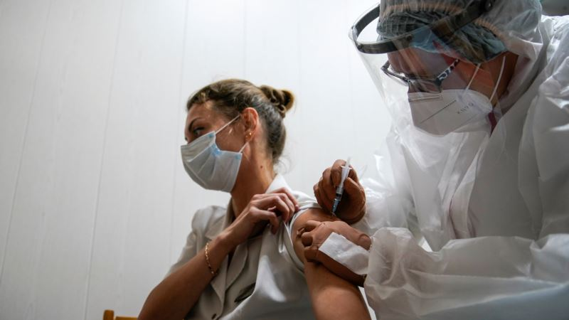 В Крыму и Севастополе отчитались о вакцинации российским «Спутником V»