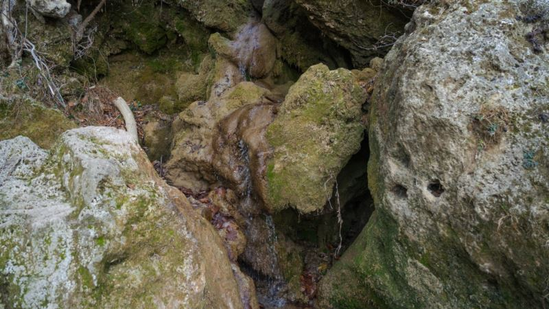 В Крыму пересох водопад Су-Учхан у Красных пещер (+фото)