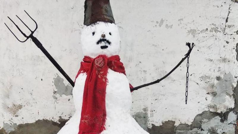 В Гомеле на мужчину составили протокол из-за снеговика с надписью «Жыве Беларусь»