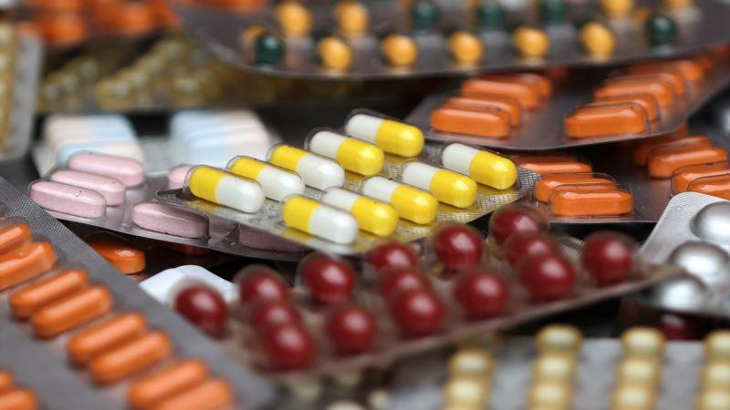 Дефицит лекарств: власти Крыма призывают не покупать медпрепараты, привезенные с материковой Украины
