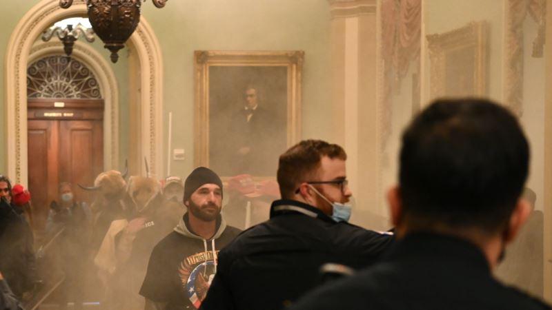 США: сторонники президента Трампа после митинга ворвались в здание Капитолия