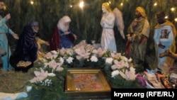 Севастополь: в рождественский сочельник в храмах спели колядки и песни на украинском языке (+фото)