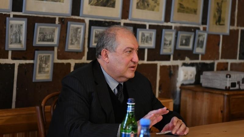 Армения: президент Саркисян не будет увольнять начальника Генштаба