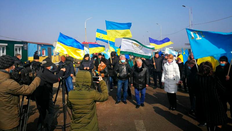 На админгранице Крыма с Херсонщиной развернули украинский и крымскотатарский флаги – Офис омбудсмена Украины (+фото)