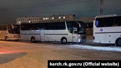 В Керчи расселяют пассажиров автобусов, которые не могут выехать из-за непогоды – власти (+фото)