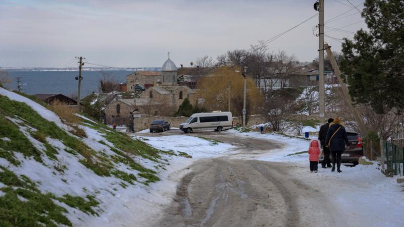 Проталины под башней Христа: февраль в феодосийском Карантине (фотогалерея)