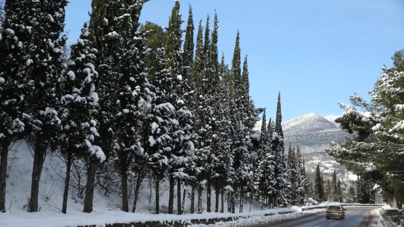Власти Ялты рассчитывают на приток воды от таяния выпавшего на выходных снега