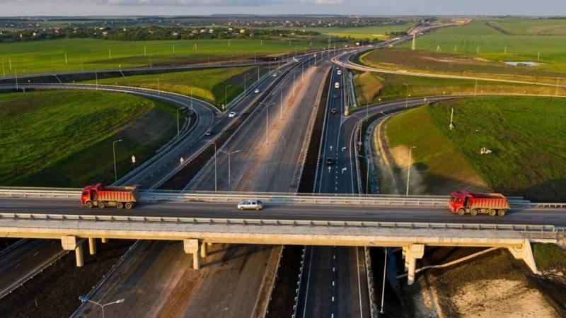 ДТП на «Тавриде»: грузовик снес часть нового моста (+видео)