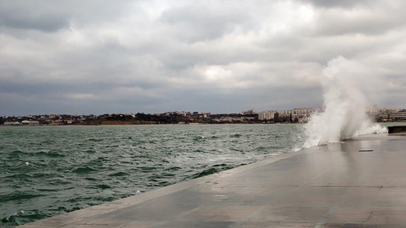 В Крыму из-за усиления ветра объявили штормовое предупреждение
