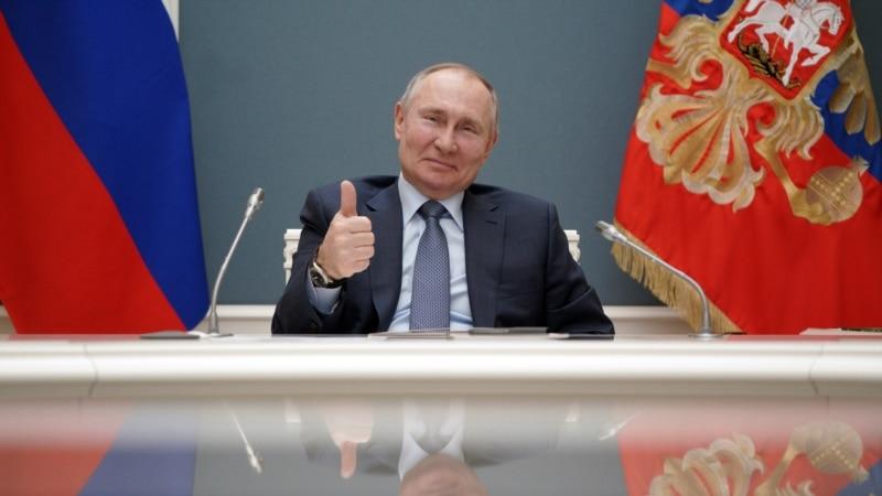 Путин выступил в Москве с речью о Крыме в коронавирус перед полным стадионом людей, многие из которых – без масок – СМИ