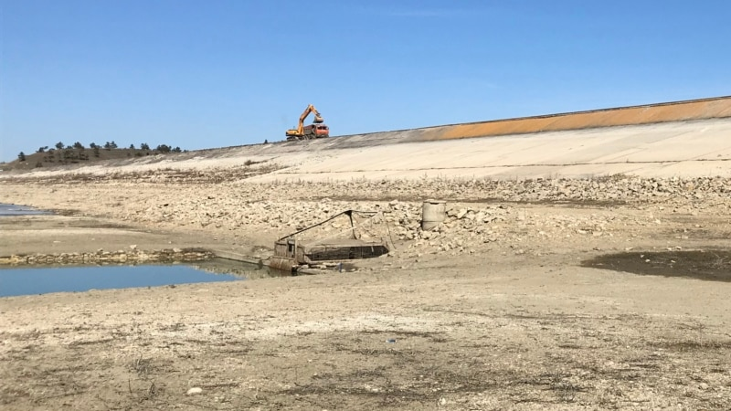 В Крыму ремонтируют плотину на обмелевшем Тайганском водохранилище (+фото)