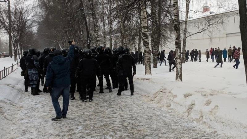 Россия: в Вологде десятиклассника вынудили уйти из школы из-за видео о Навальном– СМИ