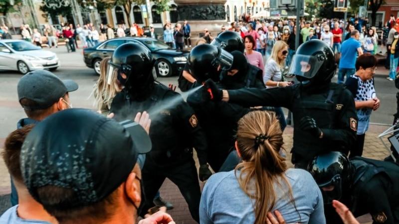 Беларусь: суд в Бресте вынес приговоры участникам протестов, среди них есть несовершеннолетние