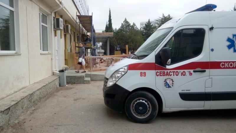 Автомобиль «Скорой» перевернулся под Севастополем, пострадал один человек – СМИ