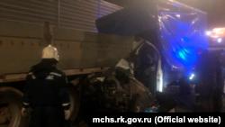 На трассе «Таврида» в Крыму столкнулись «Газель» и грузовик, есть пострадавший – спасатели (+фото)