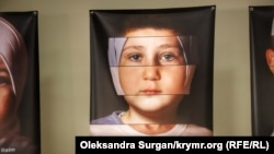«Верность себе – не преступление»: в Киеве открылась фотовыставка о российском преследовании крымских татар (фотогалерея)