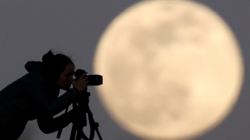 Мэр одного из городов России запретил жителям смотреть на Луну в телескоп