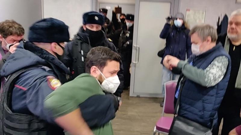 Россия: московская полиция начала отпускать задержанных муниципальных депутатов